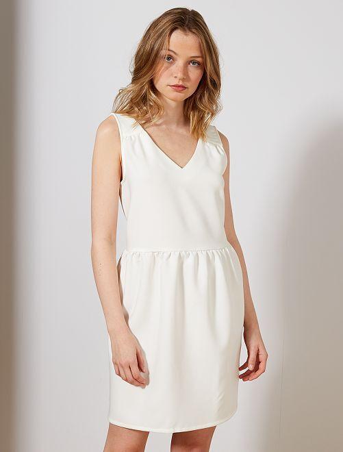 Robe décolleté en V                             blanc