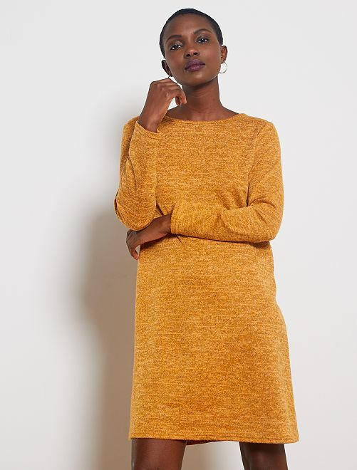 Robe pull ouverture dos                                                     jaune moutarde