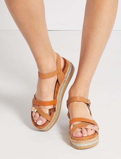 Sandales à plateforme en simili                                         camel
