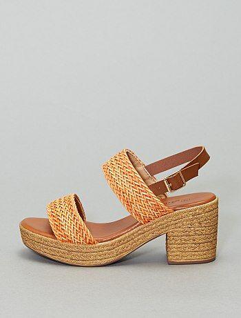 Sandales à talons en raphia