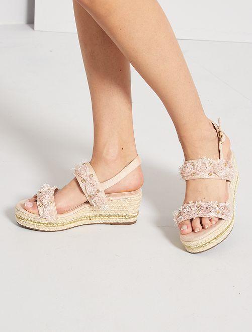 Sandales compensées avec détails fantaisies                             rose