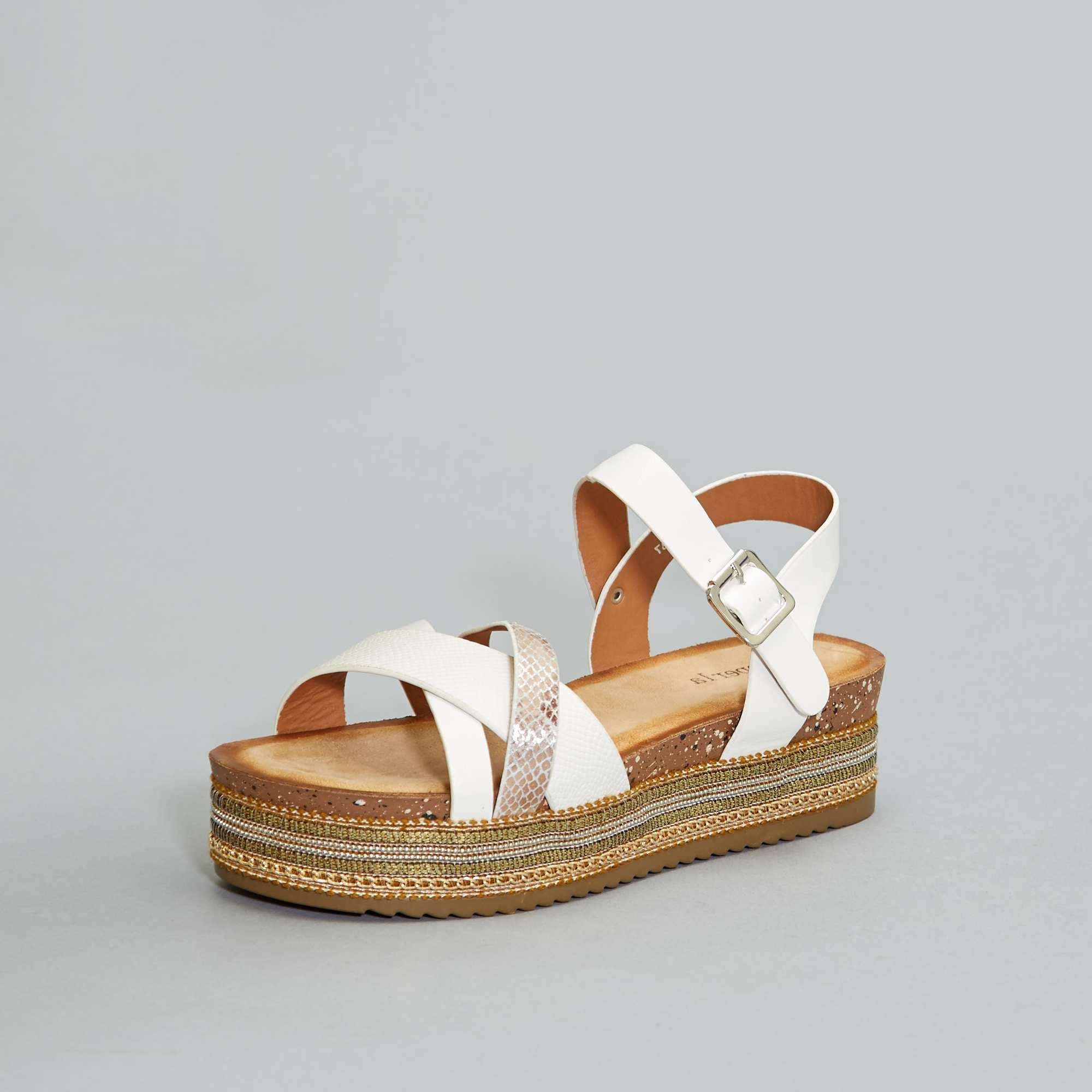 3cb937a7f6121a Sandales compensées Femme - blanc - Kiabi - 22,00€