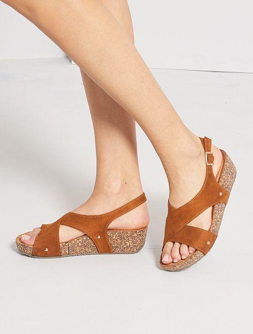 Sandales compensées en suédine                             camel