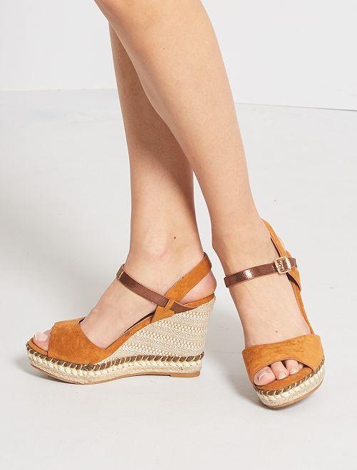 Sandales compensées en suédine                             marron