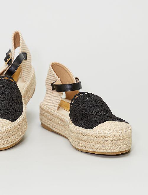 Sandales ouvertes en macramé                                         noir