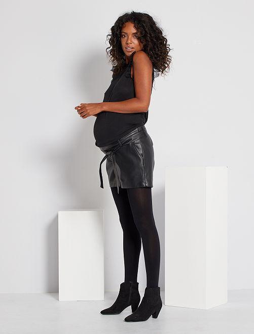 Short de grossesse en simili                             noir