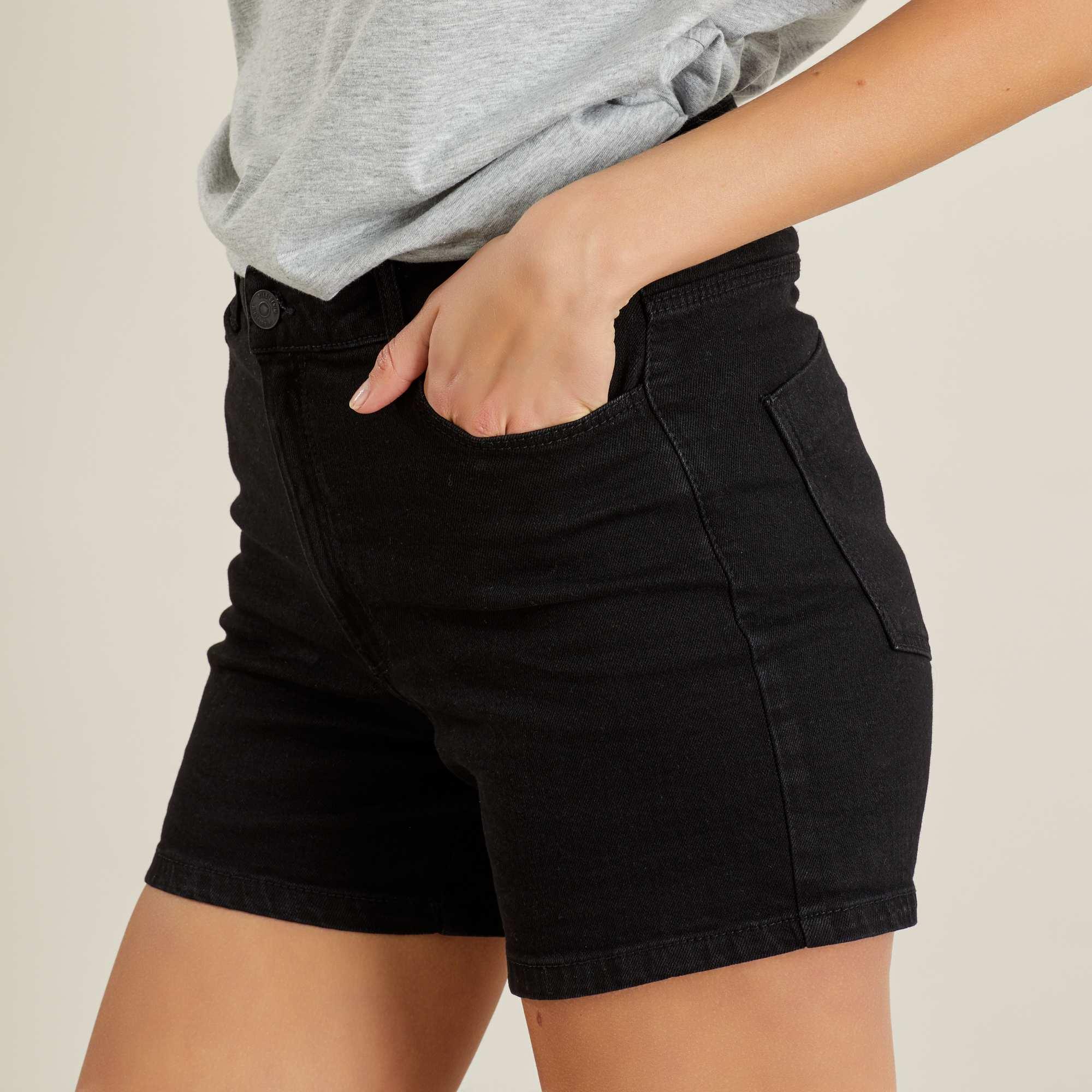 Couleur : denim black, bleu foncé, double stone,, - Taille : 40, 36, 44,38,42Le short en jean c'est le basique dont on ne se lasse passe, et roulotté il est à la