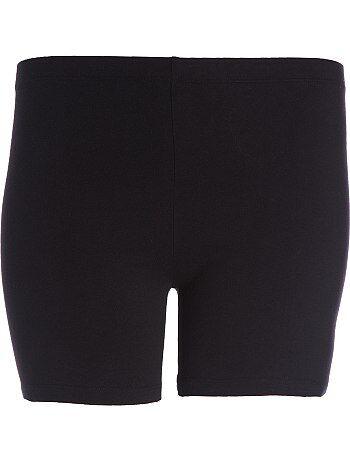 On aime sa matière stretch très agréable à porter. Idéal pour porter sous vos jupes ou robes.