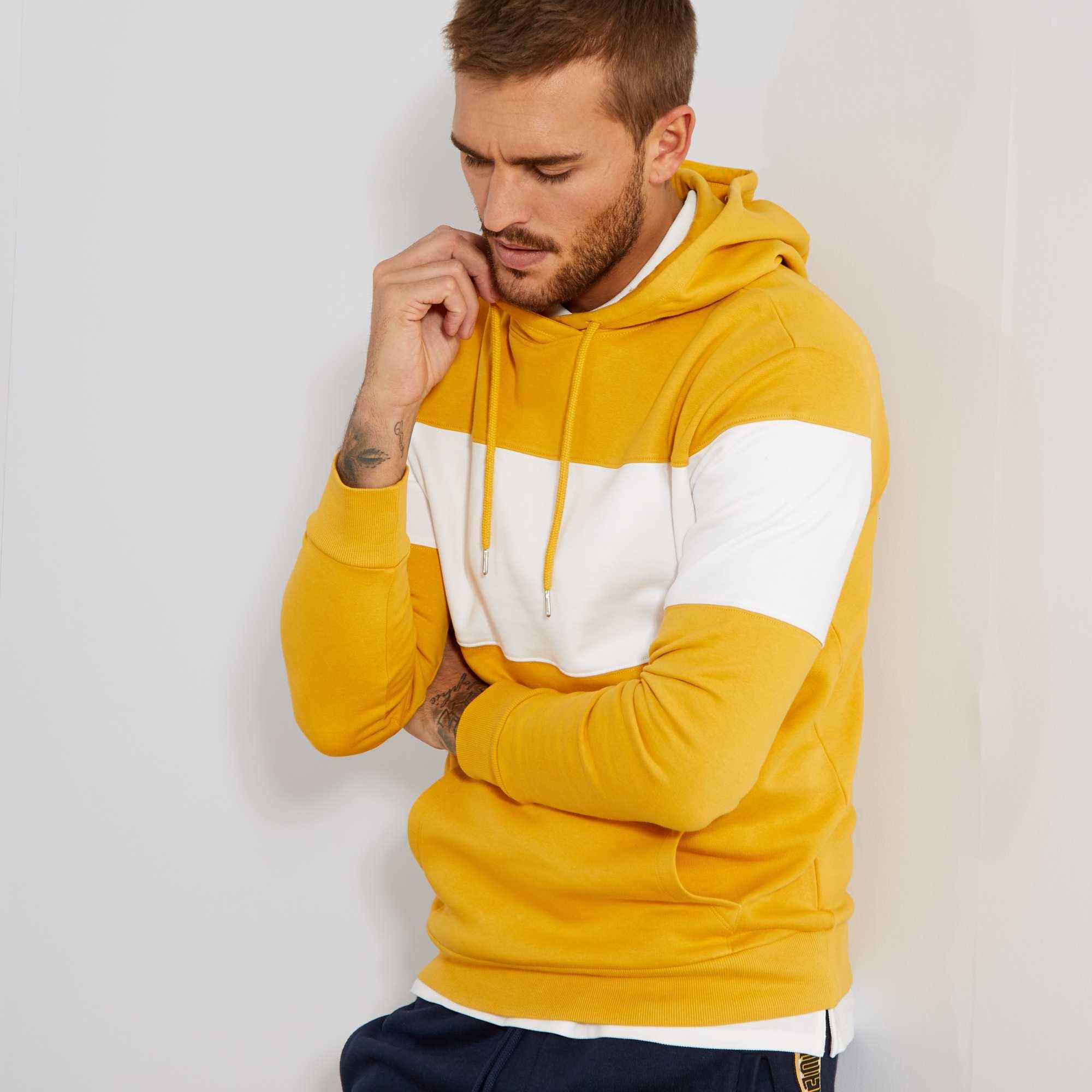 sweat capuche homme jaune blanc kiabi 15 00. Black Bedroom Furniture Sets. Home Design Ideas