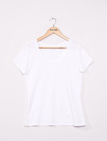 On met de la couleur dans ses tenues avec ces T-shirts à tout petit prix ! - Tee-shirt à manches courtes - Col rond - Pur coton - Longueur dos 58 cm environ. - Notre mannequin porte une taille M et mesure 1m77.