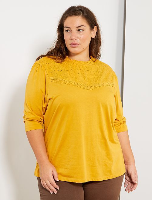 T-shirt avec broderie anglaise                                                     jaune moutarde