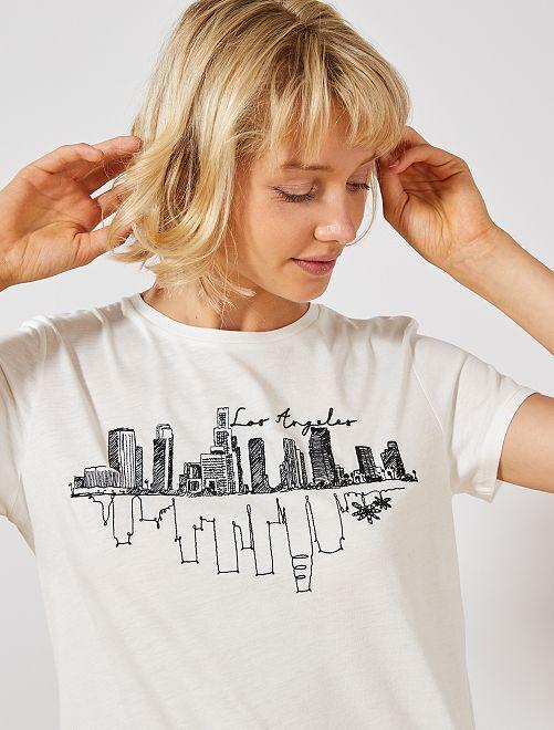 T-shirt avec broderie placée                                         blanc skyline