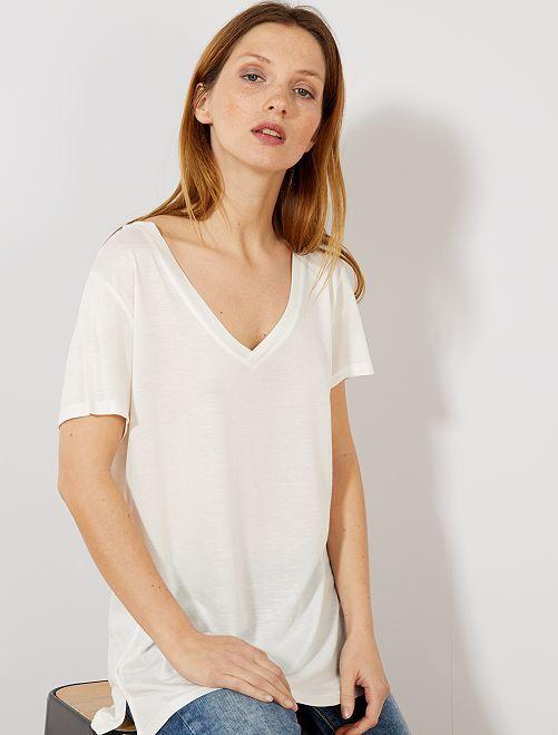 T-shirt col V                                                                                                                                                     blanc cassé Femme