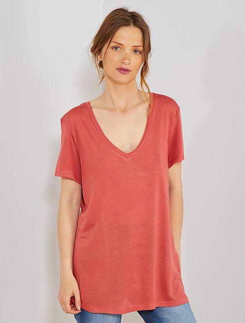 T-shirt col V                                                                                                                                                     rouge poudré