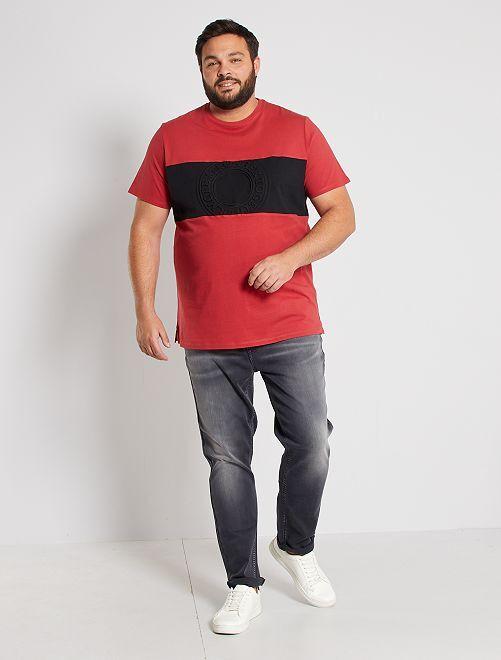 T-shirt color block embossé                                         rouge grenat/noir