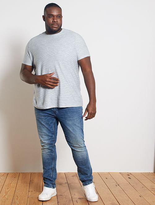 T-shirt rayures relief                                         bleu gris/blanc