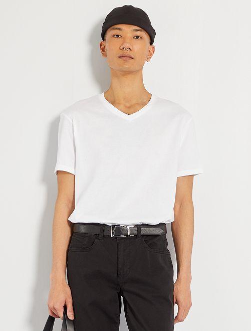 T-shirt regular en coton col V                                                                                                                                                                                                                 blanc