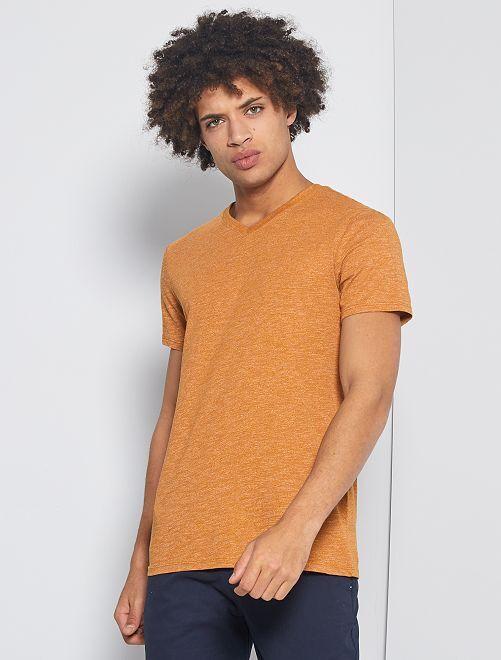 T-shirt slim col V 'éco-conception'                                                                             ocre