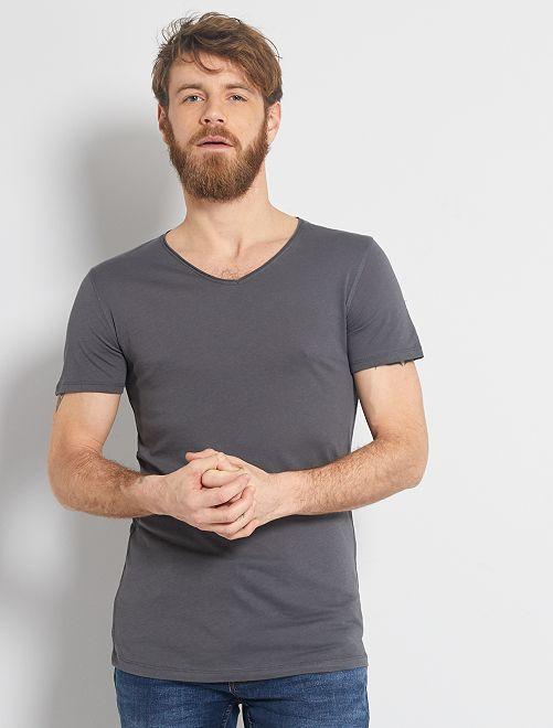 T-shirt slim col V                                                                                                                                                                 gris