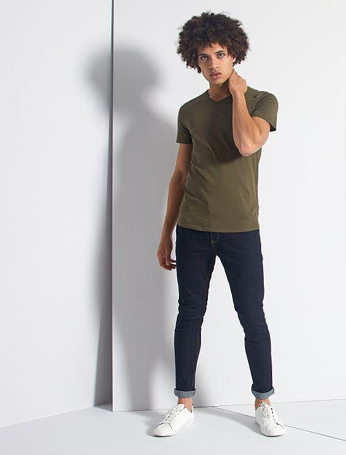 T-shirt slim col V                                                                                                                                         kaki