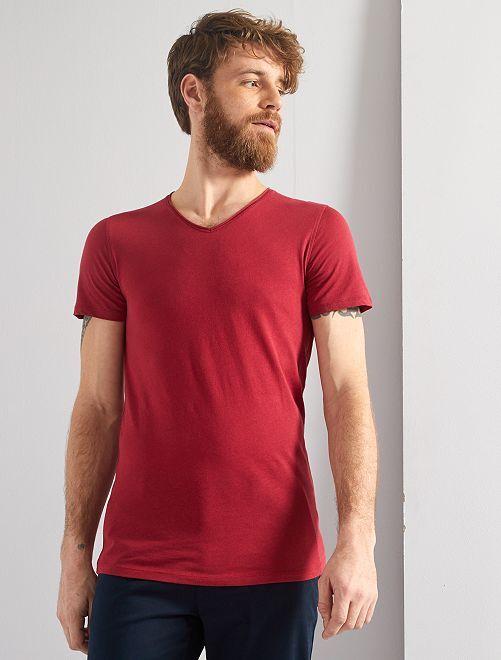 T-shirt slim col V                                                                                                                                         rouge grenat