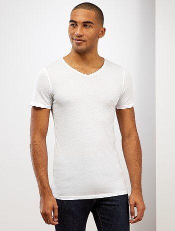 T-shirt slim fit en coton uni col V - Kiabi