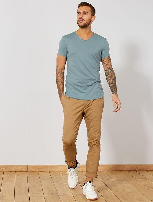 T-shirt slim fit en coton uni col V                                                                 BLEU Homme