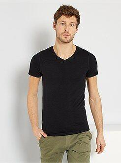 Homme du S au XXL - T-shirt slim fit en coton uni col V - Kiabi