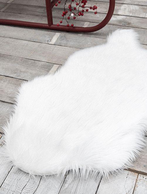Tapis fausse peau de bête                             blanc