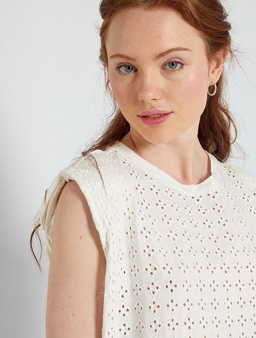 Tee-shirt avec broderies devant                                                                 blanc