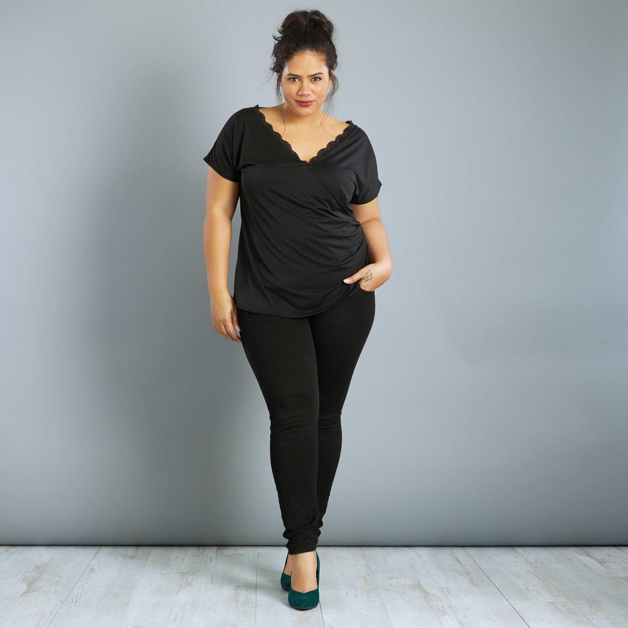 575ea65af08 Tee-shirt col cache-cœur avec dentelle noir Grande taille femme. Loading  zoom