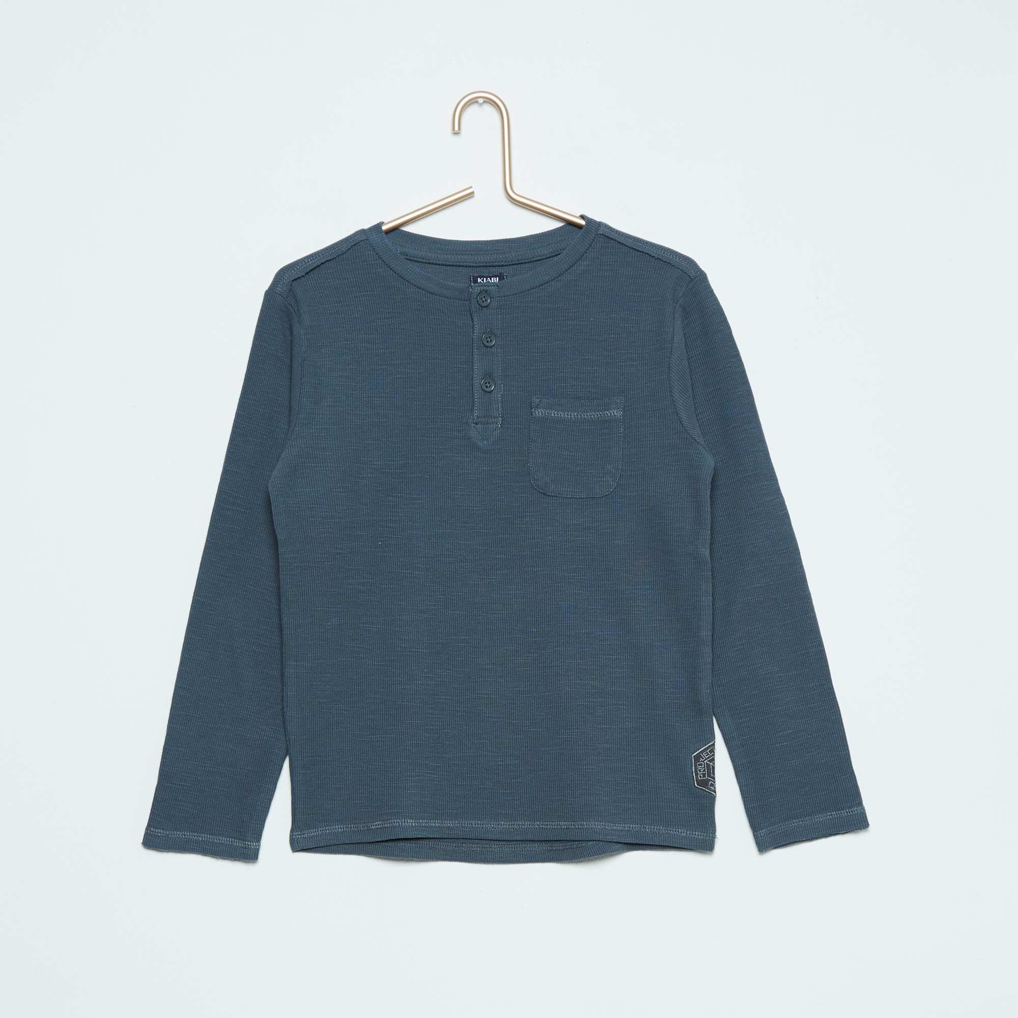 tee shirt col tunisien gar on gris kiabi 7 00. Black Bedroom Furniture Sets. Home Design Ideas