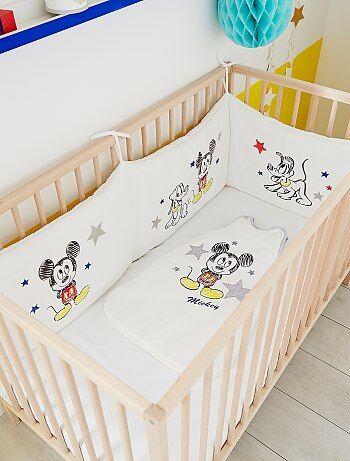tour de lit velours 39 mickey 39 b b gar on kiabi 30 00. Black Bedroom Furniture Sets. Home Design Ideas