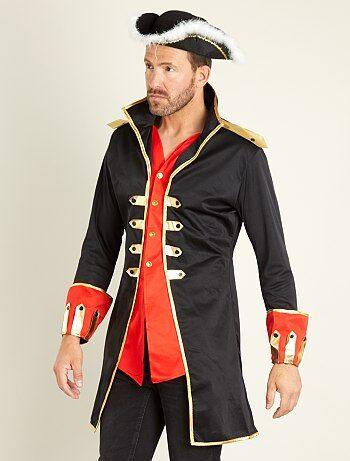 Idéale pour aller combattre les pirates ! - Déguisement de capitaine de navire - Comprend 1 veste avec chemise intégrée esprit 2 en 1 - Ouverture boutonnée - Détails dorés - Chapeau non inclus - Housse de rangement incluse
